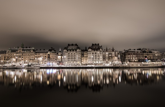 reflections-on-the-water-in-stockholm-at-night